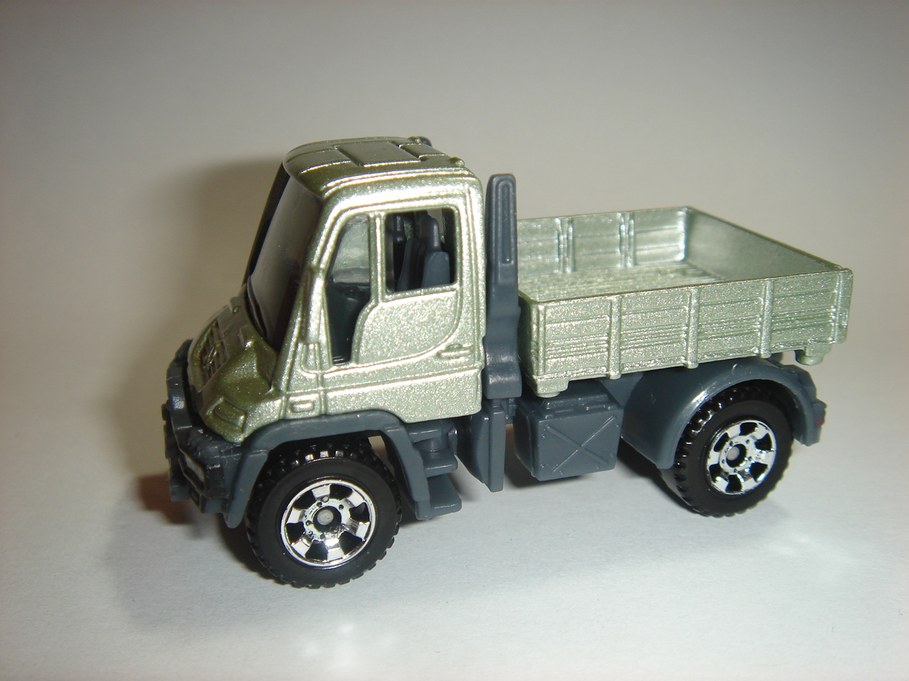 mercedes benz unimog u300 matchbox cars wiki. Black Bedroom Furniture Sets. Home Design Ideas