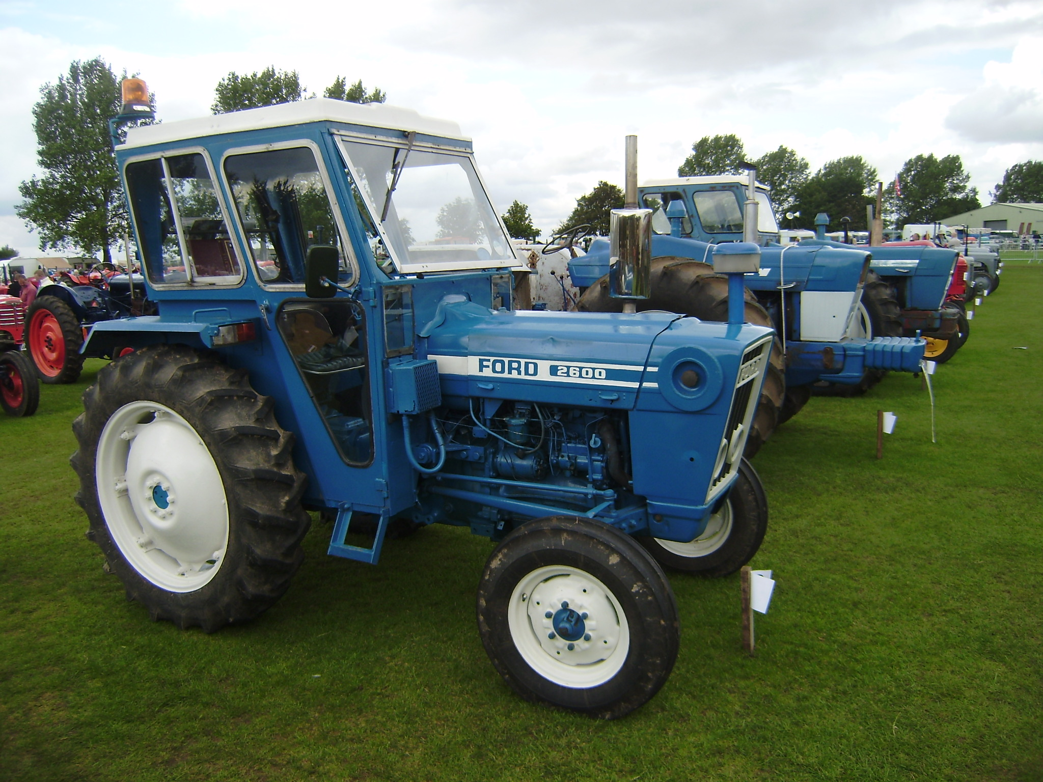 2600 Ford Tractor Specifications : Ford tractor series