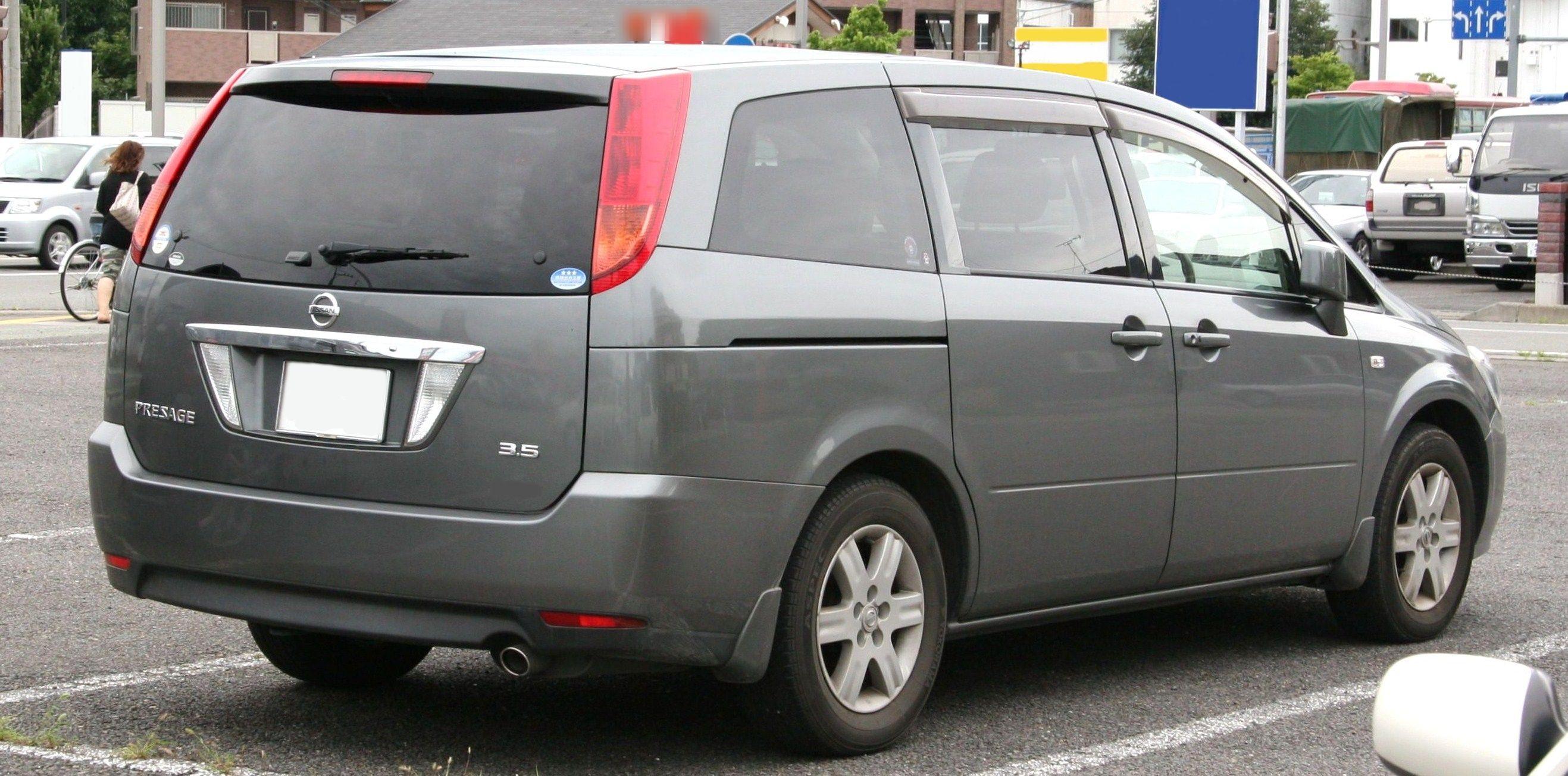 Nissan Presage: 11 фото.